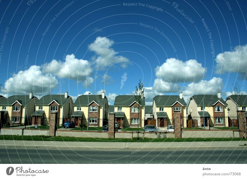 Clouds House (Residential Structure) Street Building Modern New Gloomy Industry Culture Traffic infrastructure Society Repeating Pavement Boredom Quarter
