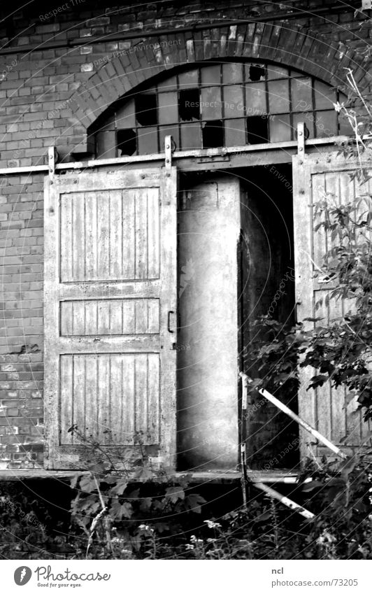 old door b/w Wooden door Sliding door Sliding gate Window Broken Shatter Above Splinter Arch Brick Foundry Craft (trade) Dirty Forget Loneliness Black White