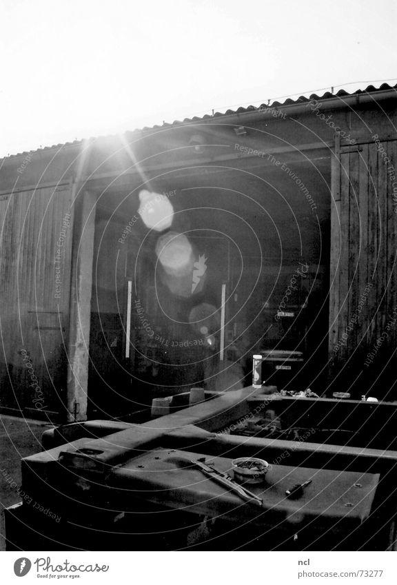 workshop Workshop Vehicle Motor vehicle Back-light Hot Barn Entrance Hydraulic lift Humidity Flashy Dazzle Physics Radiation Truck Sun Lens flare