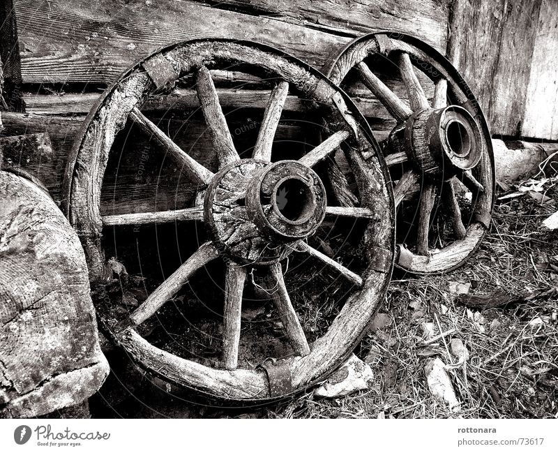 White Black Dark Wood Bright 2 Round Italy Farm Wheel Coil 10 Self-made Spokes Black & white photo South Tyrol