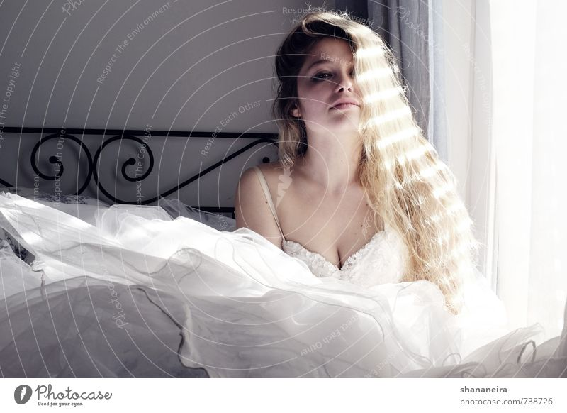 bride in the sun Fashion Dress Wedding dress Tulle Blonde Long-haired Happy Joie de vivre (Vitality) Spring fever Warm-heartedness Love Infatuation Loyalty