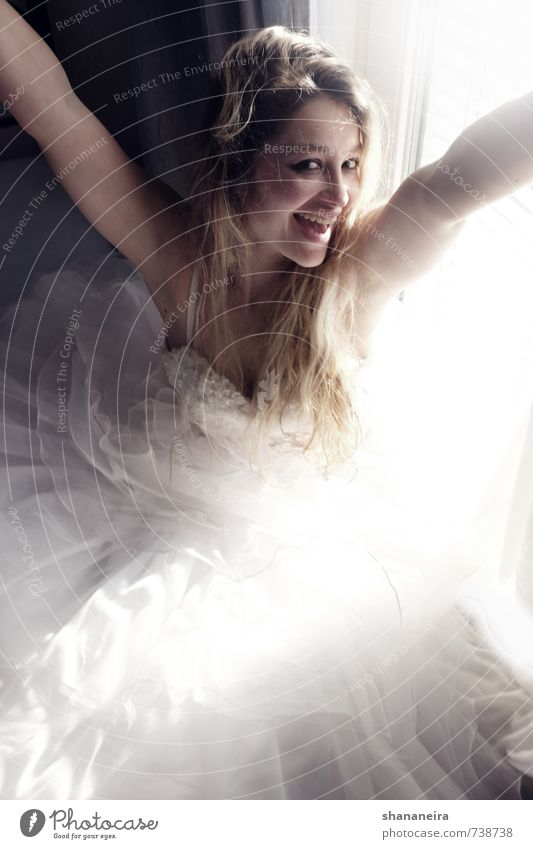 happy Fashion Dress Wedding Wedding dress Tulle Blonde Long-haired Joy Happy Happiness Contentment Joie de vivre (Vitality) Spring fever Anticipation Enthusiasm