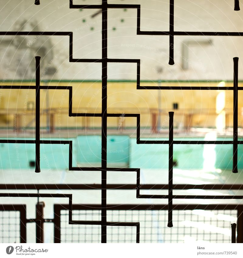 maze Swimming pool Building Wall (barrier) Wall (building) Old Exceptional Sharp-edged Uniqueness Tile Grating Border Going Pattern Structures and shapes