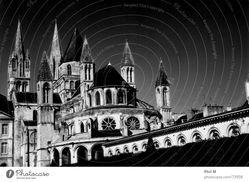Sky White Black Window Religion and faith Architecture Tower France Upward Gothic period Clergyman Triangle Monastery Catholicism Choir Infrared