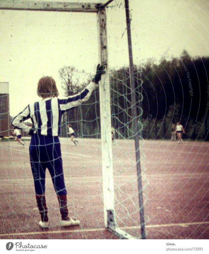 Playing Boy (child) Soccer player Wait Soccer Places Net Gate Student Boredom Pole Grade (school level) Sportsperson Jersey Goalkeeper Sportswear