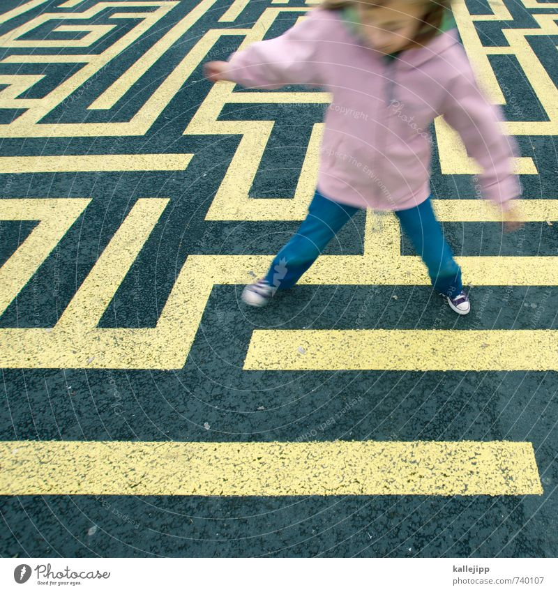 find your way Human being Child Girl 1 3 - 8 years Infancy Playing Labyrinth Search Find PISA study Education Lanes & trails Problem solving Lost Maze