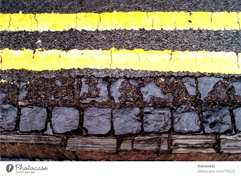 oxford street Asphalt Yellow Brown Black Wet Dividing line Parallel Driving Stripe Edge Wayside Curb Street Stone Line Lanes & trails