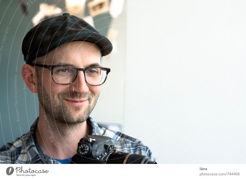 . Human being Masculine Man Adults Head Face Facial hair 1 Eyeglasses Cap Observe Smiling Friendliness Happy Hip & trendy Positive Happiness Contentment