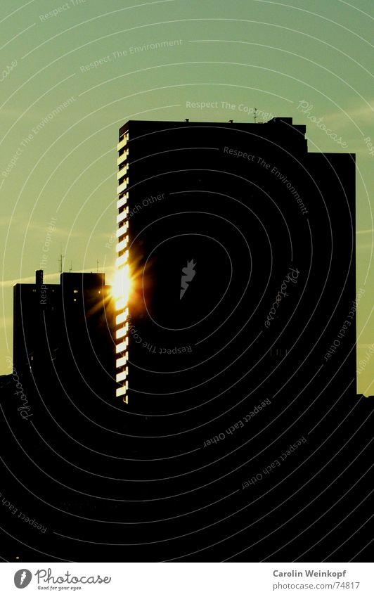 Sun City Black Dark High-rise Hamburg Modern Dusk Evening sun Indirect St. Pauli