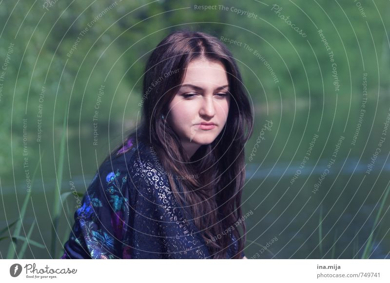 young dark haired woman sits in nature Human being Feminine Young woman Youth (Young adults) Woman Adults Face 1 13 - 18 years Child 18 - 30 years 30 - 45 years