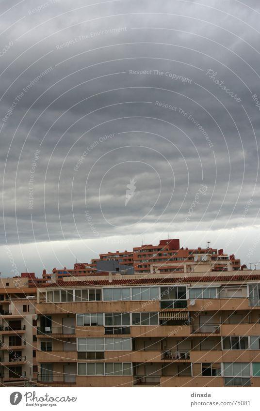 Sky Dark Gray Rain Threat Thunder and lightning Storm Heavy Cloud cover