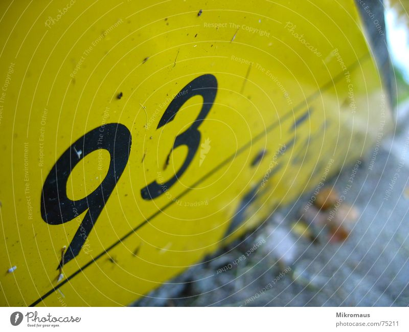 93 Digits and numbers Signage Warning label Black Yellow Water level Meter Coast Lakeside River bank Wet Information Harbour Jetty Drop anchor reservoir Display