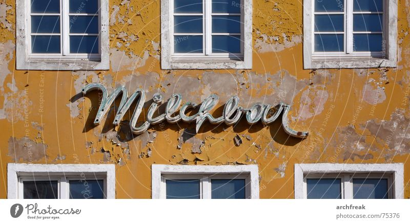 Milk makes tired photographers cheerful... Milk bar Bar Restaurant Town East House (Residential Structure) Facade Yellow Window Neon sign Neon light Broken