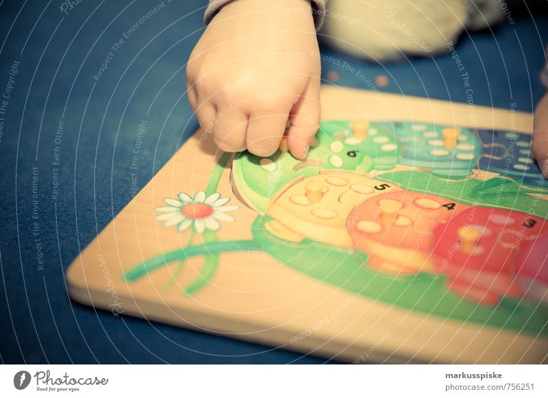 Human being Child Hand Girl Joy Movement Feminine Playing Happy Leisure and hobbies Fingers Study Education Relationship Toddler Kindergarten