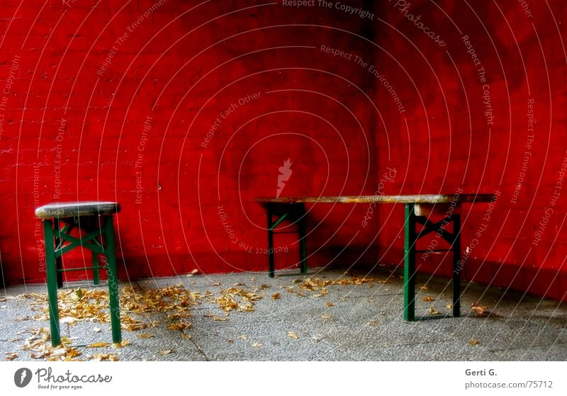 boing°invisible Table Lie Park bench Ale bench Beer Red Wall (building) Wall (barrier) Leaf Autumn Seasons Green Guest 2 Event Near Narrow Places Deserted Empty