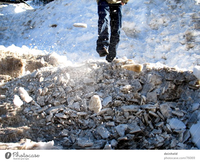 Snow flying around Pile of snow Snow mountain Cold Speed Winter Skier Playing Fragment Tread iced lump Ice Movement Feet Mountain Blue