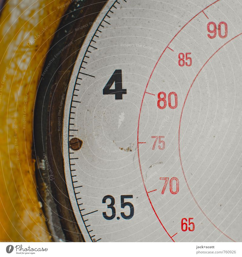 3.5-4, 65-90 (litres) Scale Data display Metal Digits and numbers Line Semicircle Authentic Retro Design Nostalgia Precision Past Illustration Liter