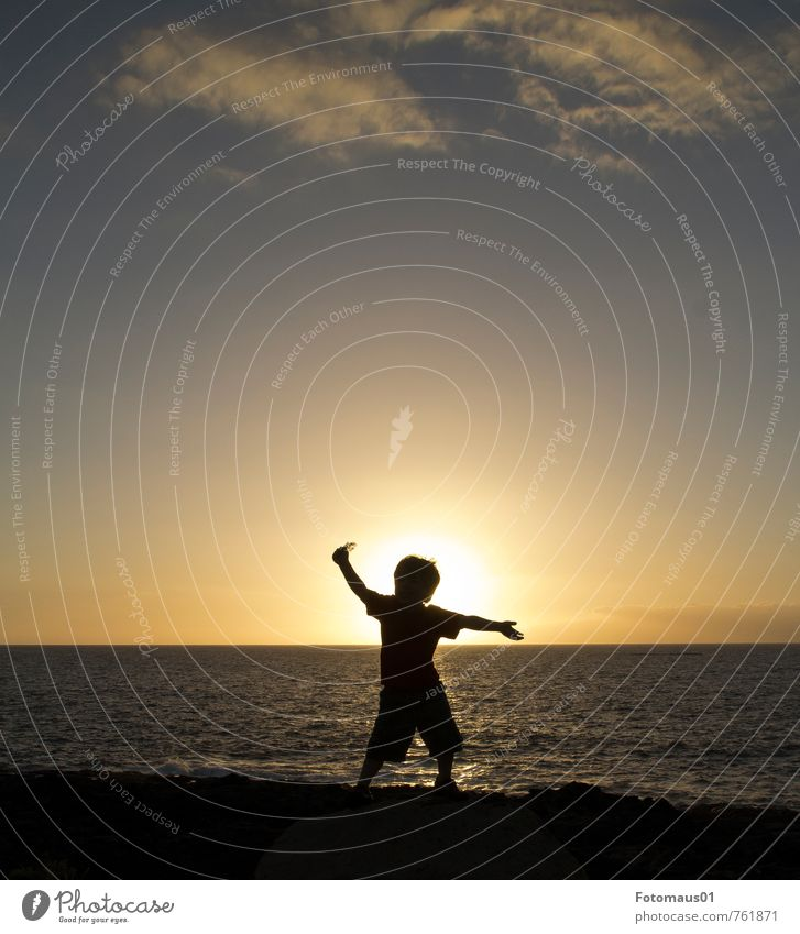Silhouette II Lifestyle Vacation & Travel Freedom Summer Ocean Human being Masculine Child 1 3 - 8 years Infancy Sky Sunrise Sunset Beautiful weather Dance