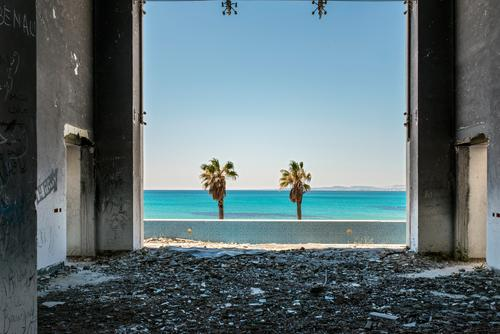 Sky Ocean Wall (building) Wall (barrier) Building Horizon Beautiful weather Vantage point Anger Force Palm tree Ruin Aggression Destruction Politics and state