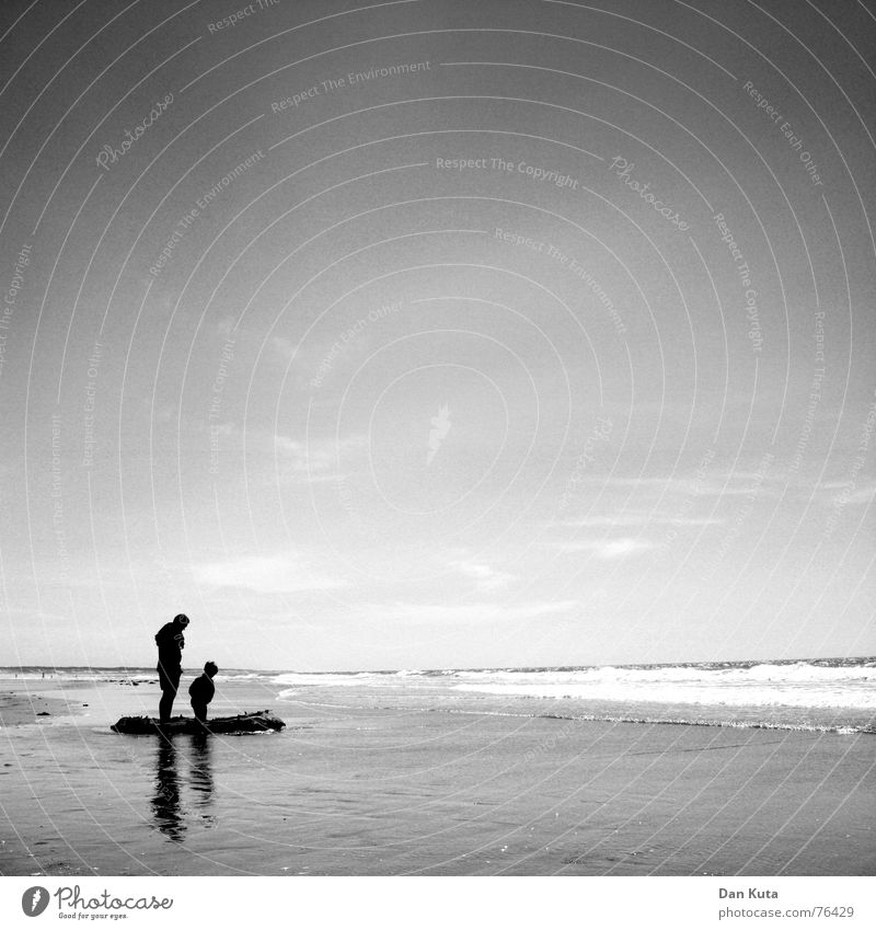 Child Water Sky Sun Ocean Summer Joy Beach Vacation & Travel Love Loneliness Far-off places Boy (child) Family & Relations Sand Waves