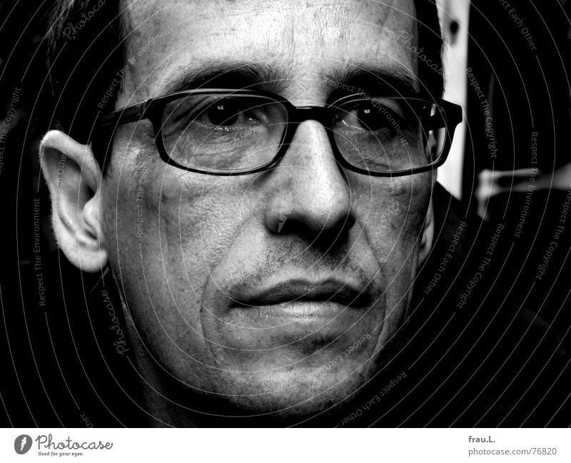 Human being Man Face Eyes Dark Dream Sadness Think Wait Grief Eyeglasses Wrinkles Earnest Portrait photograph Dialog partner 50 plus