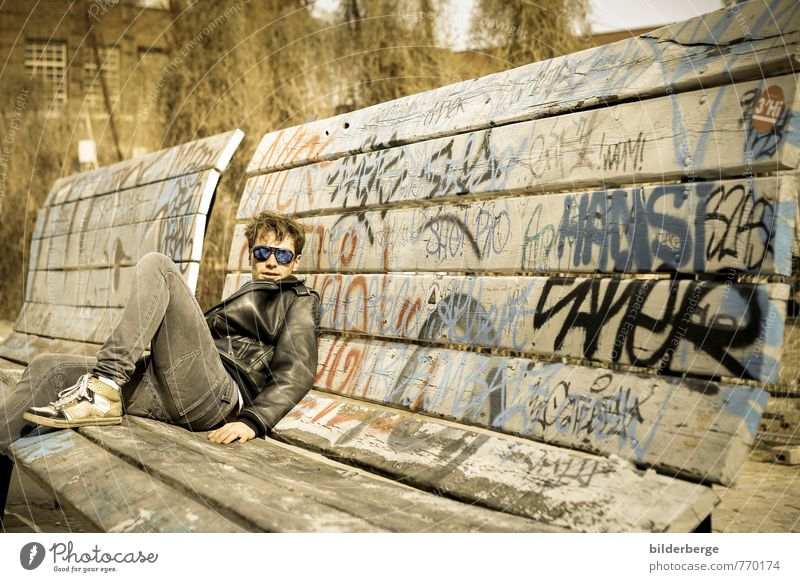 Berlin Style 1 Lifestyle Club Disco University & College student Young man Youth (Young adults) Art Work of art Actor Musician Town Fashion Sunglasses Graffiti
