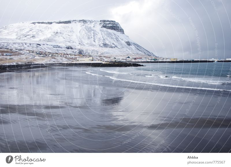 Calm Beach Far-off places Cold Mountain Snow Coast Line Glittering Waves Fantastic Transience Bay Fluid Exotic Dynamics