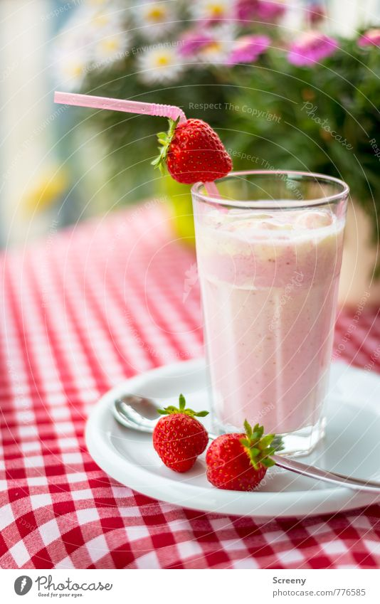 strawberry Food Fruit Dessert Strawberry Drinking Cold drink Strawberry shake Plate Glass Spoon Green Pink Red White Delicious Table Tablecloth Checkered Plant