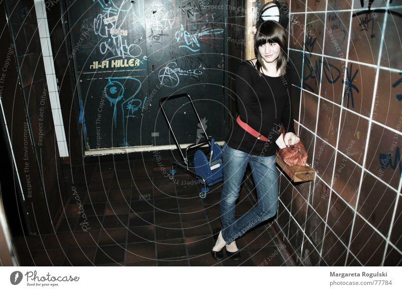 wall support Woman Cellar Lean Black Belt Bag Wall (barrier) Tile