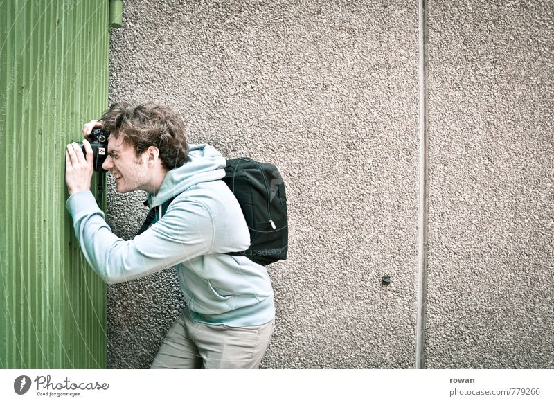 photographer Human being Masculine Young man Youth (Young adults) Man Adults 1 Observe Photographer Take a photo Fence Spy Informer Industrial espionage