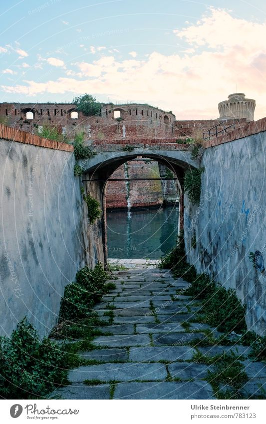 Vacation & Travel Old City Dark Wall (building) Architecture Wall (barrier) Tourism Tower Change Transience Historic Italy Harbour Manmade structures Creepy