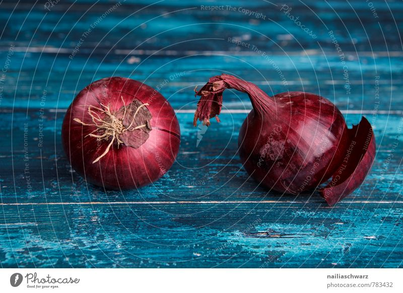 Red Onions Food Vegetable Nutrition Organic produce Vegetarian diet Diet Kitchen Wood Fresh Healthy Juicy Beautiful Many Blue Colour Cooking Rustic entirely Cut