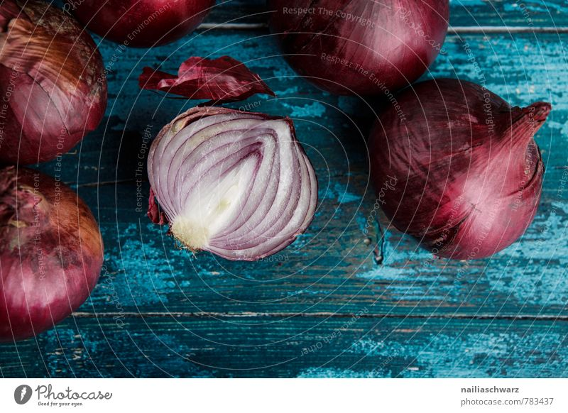 Red Onions Vegetable Organic produce Vegetarian diet Diet Kitchen Wood Fresh Delicious Natural Beautiful Many Blue Colour To enjoy Cooking Rustic entirely Cut