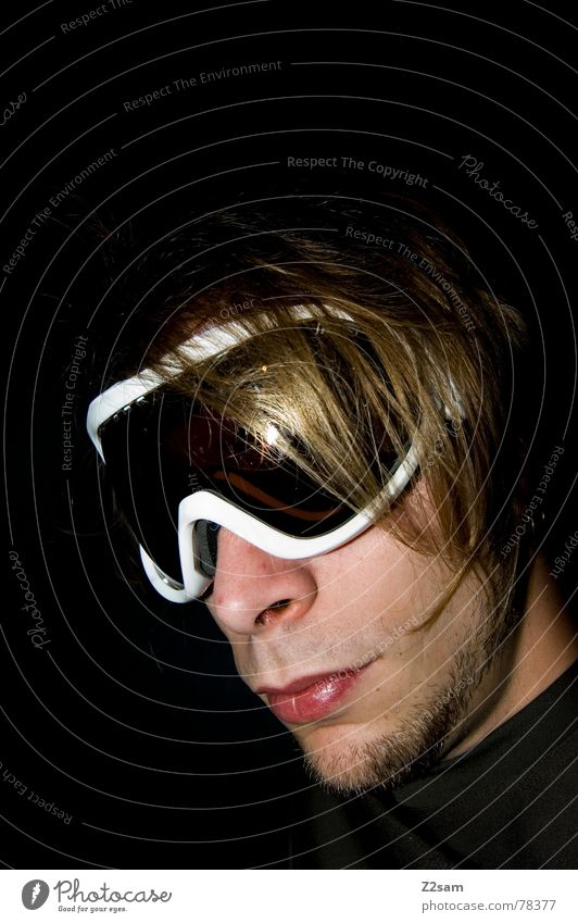 Man Youth (Young adults) Face Snow Style Hair and hairstyles Cool (slang) Eyeglasses Boredom Freak Easygoing Vista Skiing goggles
