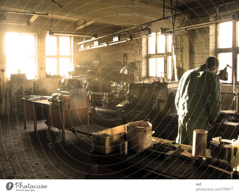 Old Lamp Work and employment Window Wood Warmth Bright Metal Dirty Physics Workshop Machinery Fat Oil Rotate Chaos
