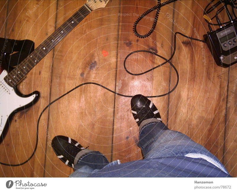 guitar bottom Guitar pick Electric guitar Footwear Leisure and hobbies Hallway Floor covering Cable