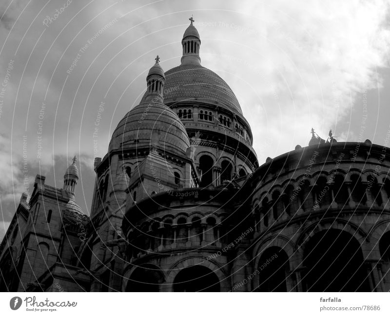 La coeur du Paris Dramatic Safety (feeling of) Clouds Building Architecture France Religion and faith