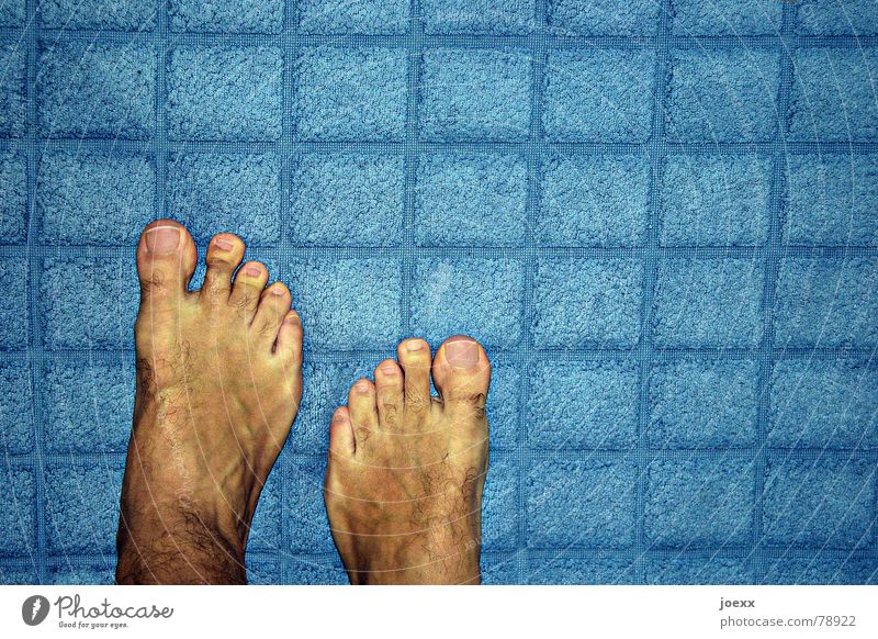 Human being Man Blue Summer Adults Yellow Feet Masculine Skin Stand Floor covering Bathroom Barefoot Toes Skin color Terry cloth
