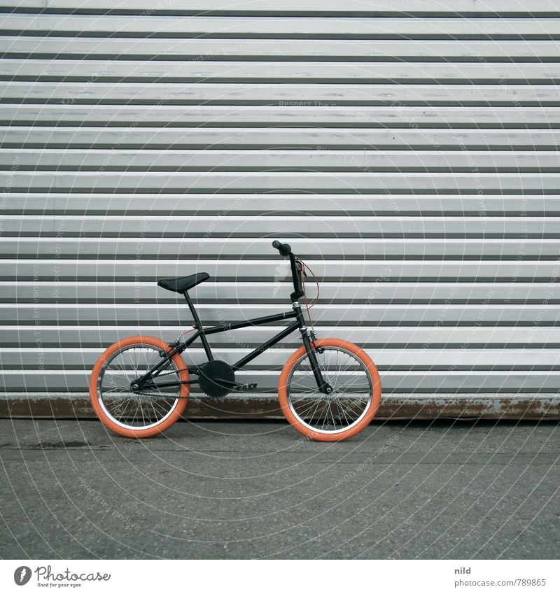 City Black Wall (building) Sports Wall (barrier) Style Gray Small Freedom Leisure and hobbies Orange Lifestyle Design Transport Bicycle Cool (slang)