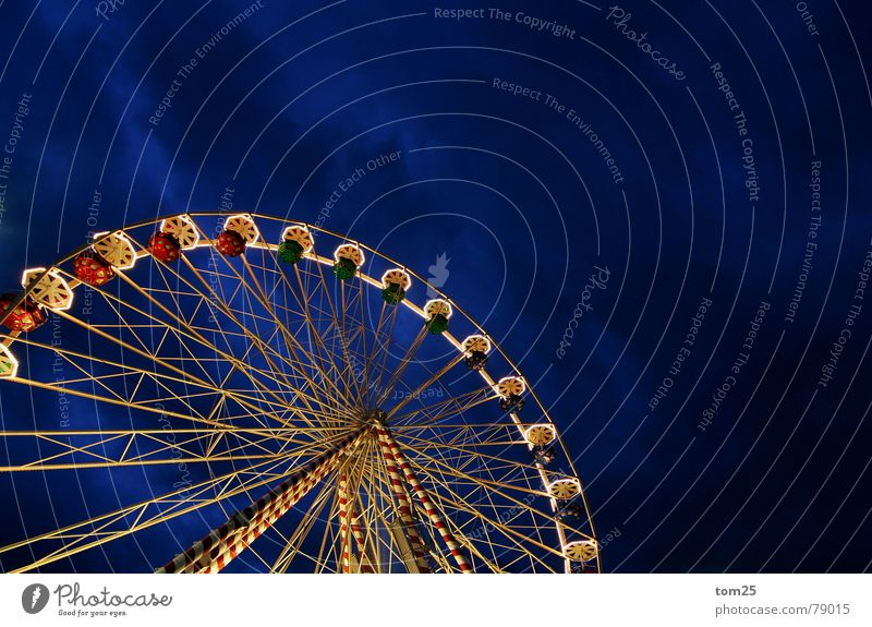 Ferris wheel Christmas Fair Fairs & Carnivals Showman Light Theme-park rides Evening Night Clouds Leisure and hobbies Services Traffic infrastructure Sky