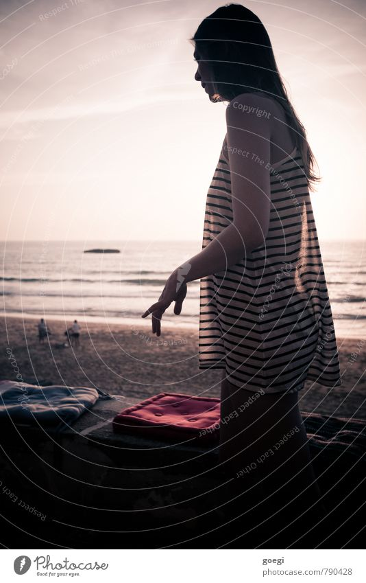 gracefulness Vacation & Travel Summer Summer vacation Beach Ocean Human being Feminine Young woman Youth (Young adults) Woman Adults 1 18 - 30 years Sky Horizon