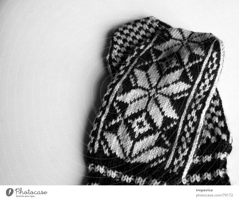 gloves Hand Knit Background picture Snowflake Cold Clothing Wool Winter Physics Pattern Star (Symbol) Warmth Black & white photo garment accessories Contrast
