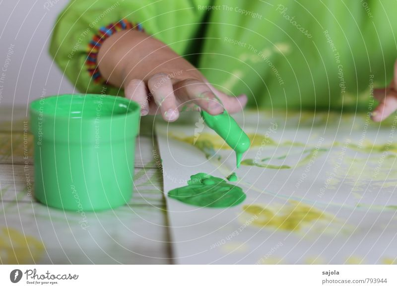 spilling - green finger Human being Androgynous Child Toddler Hand Fingers 1 1 - 3 years Art Artist Painter Esthetic Green Joy Colour Concentrate Creativity
