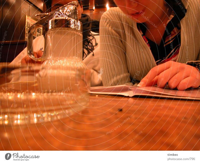 Woman Man Hand White Think Brown Mouth Fingers Table Perspective Drinking Bar Gastronomy Mirror Beer To enjoy
