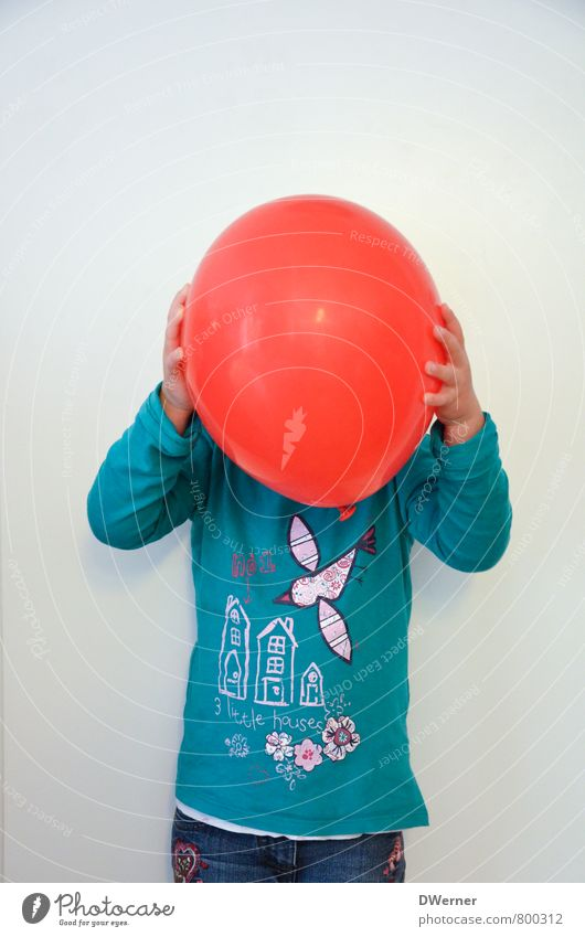 PENG Lifestyle Beautiful Face Playing Decoration Child Study Feminine 1 Human being Wall (barrier) Wall (building) T-shirt Pants Red-haired Balloon Think