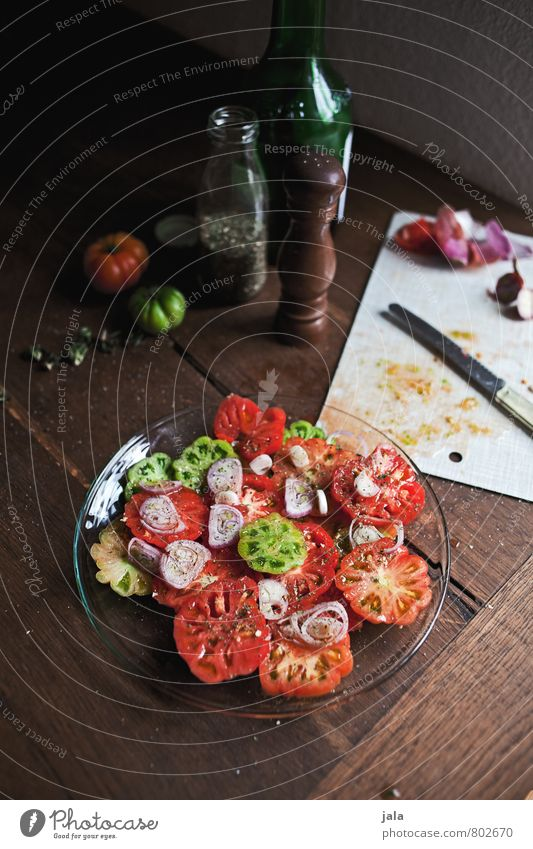 tomato salad Food Vegetable Lettuce Salad Herbs and spices Cooking oil Tomato Tomato salad Nutrition Lunch Organic produce Vegetarian diet Slow food Plate