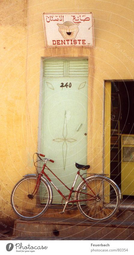 Old Vacation & Travel Yellow Door Bicycle Closed Signs and labeling Trip Signage Teeth Trust Doctor Africa Advertising Pain Entrance