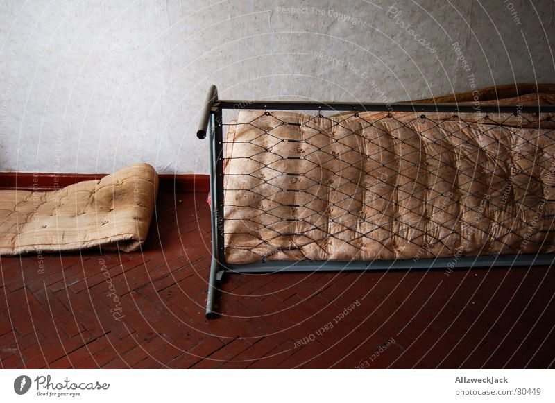 Old Loneliness Dirty Arm Free Empty Bed Transience Things Putrefy Derelict Trash Wallpaper Furniture Shabby Blanket