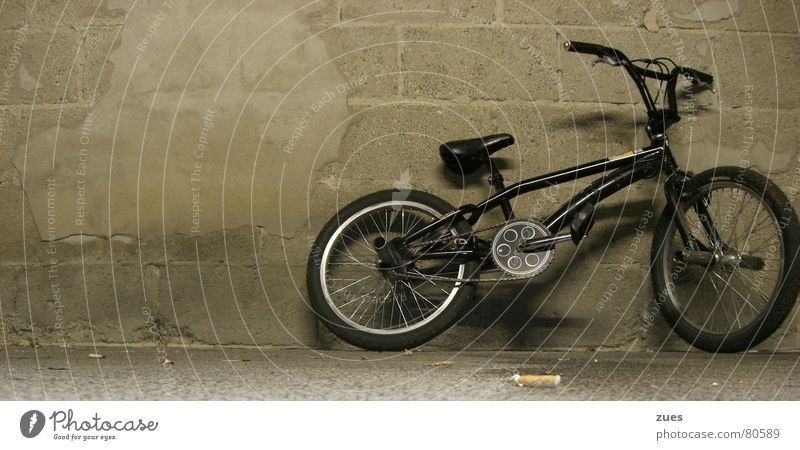 Black Sports Wall (building) Bicycle Transport Floor covering Leisure and hobbies Vehicle Garage London Underground BMX bike Means of transport Funsport Marburg