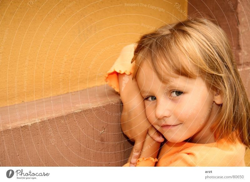 Child Girl Beautiful Joy Wall (building) Laughter Wall (barrier) Small Sweet Posture Cute Friendliness Toddler Grinning Recklessness Light heartedness
